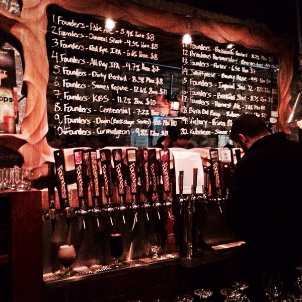 Foto tomada en The Jeffrey Craft Beer & Bites por Matt B. el 12/10/2013