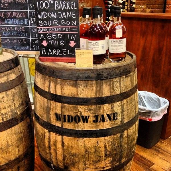 Foto tirada no(a) Astor Wines & Spirits por Matt B. em 4/22/2013