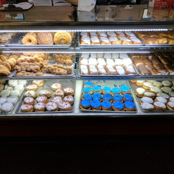 1/12/2018にBrian A.がCops & Doughnuts Bakeryで撮った写真