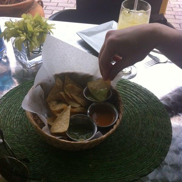 Foto tirada no(a) The MexZican Gourmet por Sarah R. em 3/22/2014