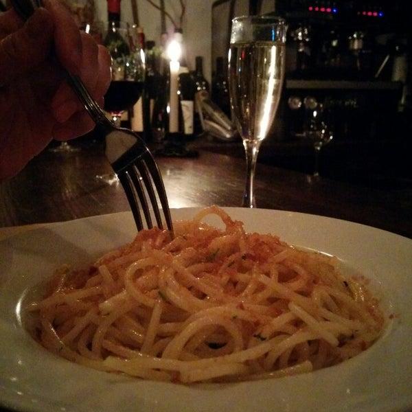 Foto diambil di D.O.C. Wine Bar oleh Mahesh P. pada 2/11/2014