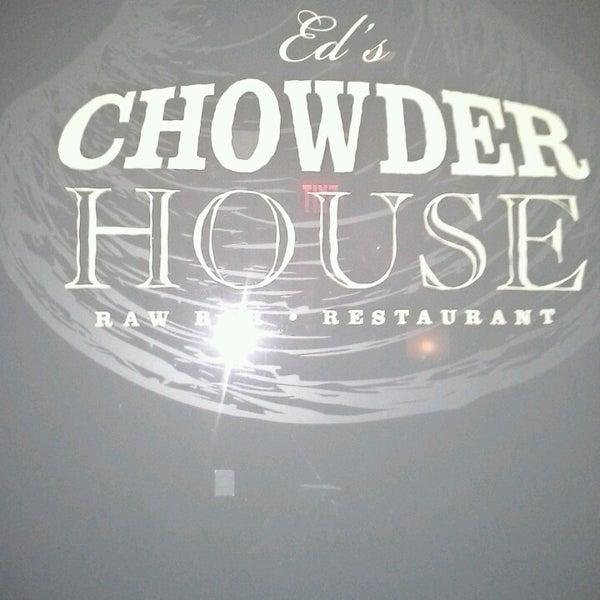 Foto tirada no(a) Ed's Chowder House por Ivonne V. em 3/29/2013