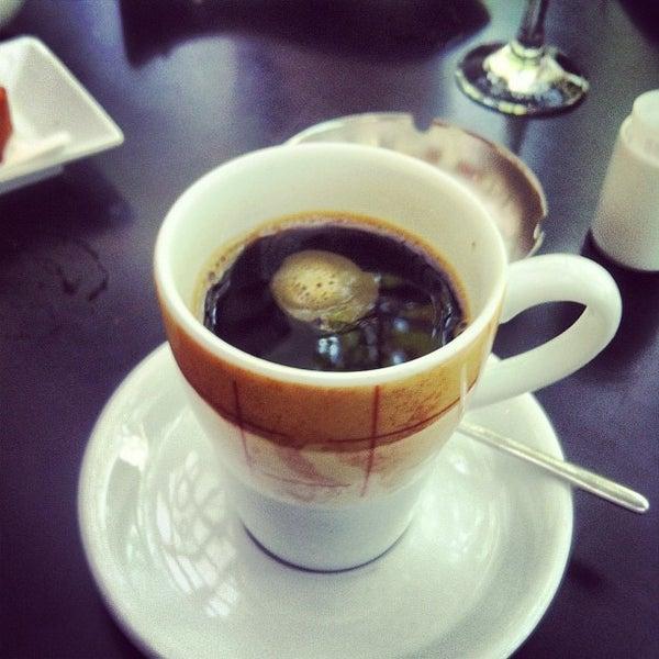Ο Chris καφέ dating με Μαρία