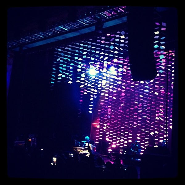 Foto diambil di The Fillmore Miami Beach at The Jackie Gleason Theater oleh Laura N. pada 11/18/2012