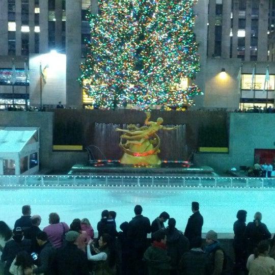 Das Foto wurde bei The Rink at Rockefeller Center von Sweet S. am 12/5/2012 aufgenommen