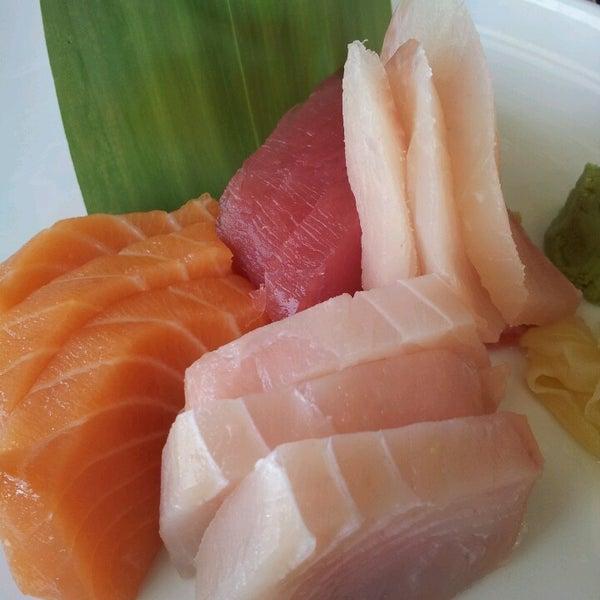 Das Foto wurde bei Red Koi Thai & Sushi Lounge von Mauricio C. am 4/16/2013 aufgenommen