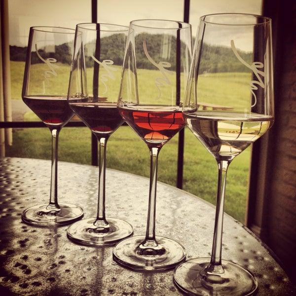 Снимок сделан в Early Mountain Vineyards пользователем Laetitia B. 5/27/2013