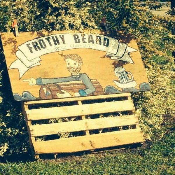 Foto tirada no(a) Frothy Beard Brewing Company por Kimmee A. em 5/8/2014