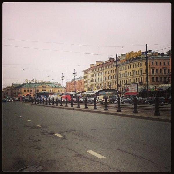 Снимок сделан в Сенная площадь пользователем Vladislav S. 4/23/2013