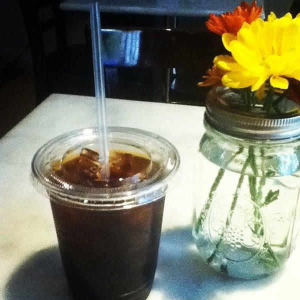 10/23/2013にSara K.がTaszo Espresso Barで撮った写真