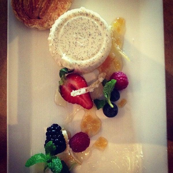 รูปภาพถ่ายที่ Oola Restaurant & Bar โดย Ola F. เมื่อ 3/21/2013