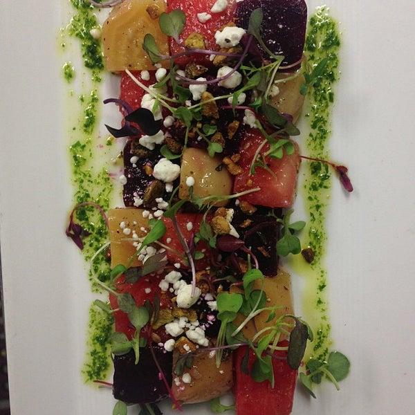 รูปภาพถ่ายที่ Oola Restaurant & Bar โดย Ola F. เมื่อ 2/23/2013