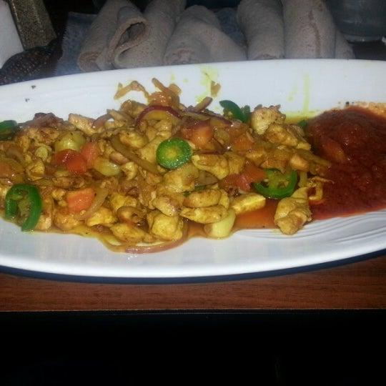 12/3/2012 tarihinde Kasib M.ziyaretçi tarafından Desta Ethiopian Kitchen'de çekilen fotoğraf