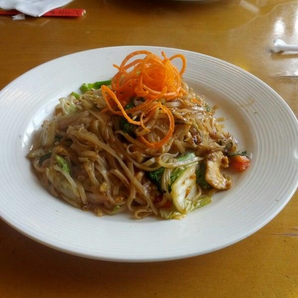 Foto tirada no(a) Tuptim Thai Cuisine por Young-il C. em 6/1/2013