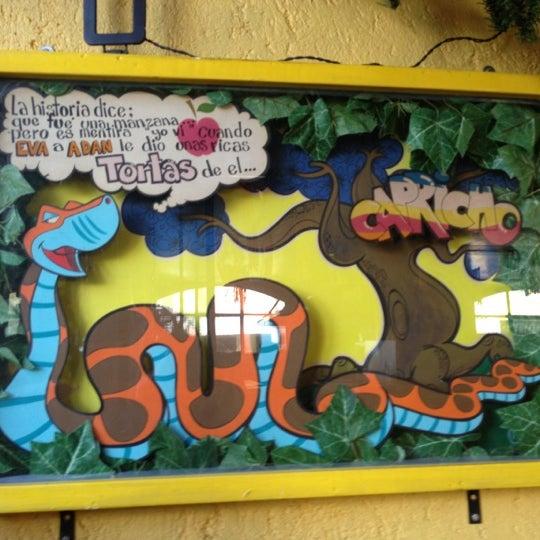 Das Foto wurde bei Tortas El Capricho von Rocio Guadalupe F. am 12/9/2012 aufgenommen