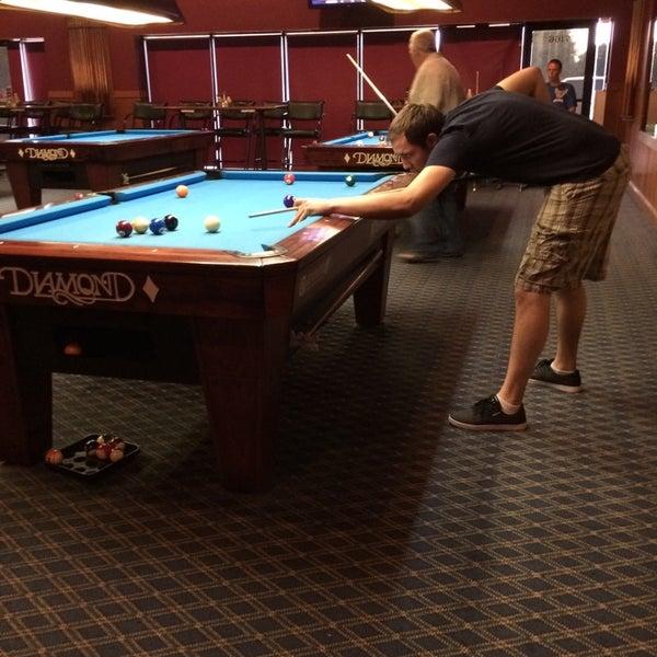 6/28/2014에 Danielle S.님이 Two Stooges Sports Bar & Grill에서 찍은 사진