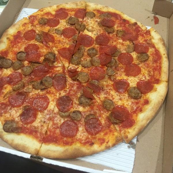 Photo prise au Joe's Pizza par Steven C. le5/16/2016