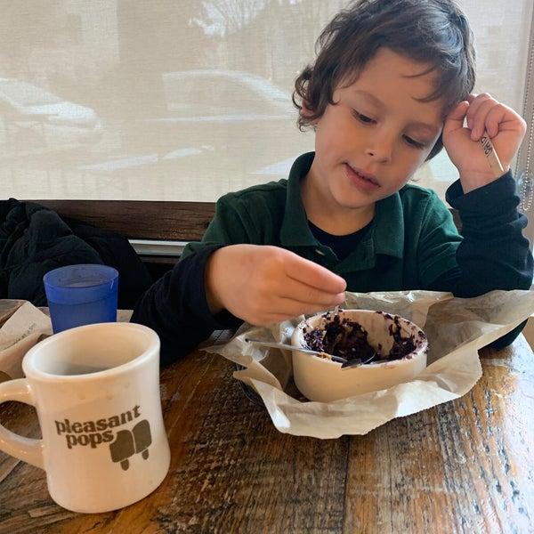 12/9/2019 tarihinde Kurtis S.ziyaretçi tarafından Pleasant Pops Farmhouse Market & Cafe'de çekilen fotoğraf