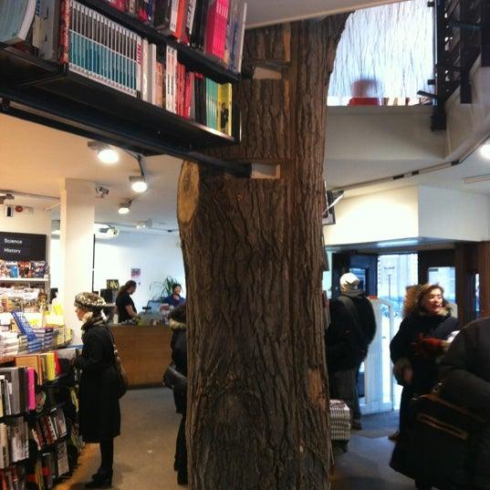 Foto tirada no(a) The American Book Center por Cristina I. em 11/21/2012
