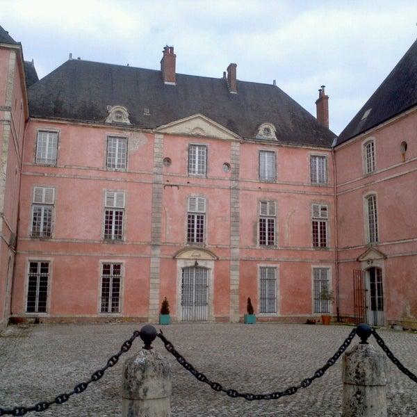 Foto diambil di Château de Meung-sur-Loire oleh Mihai L. pada 4/7/2013