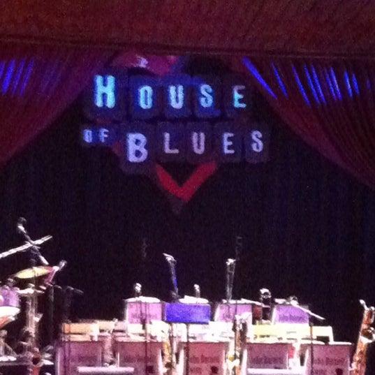Foto diambil di House of Blues oleh Randal C. pada 12/18/2012