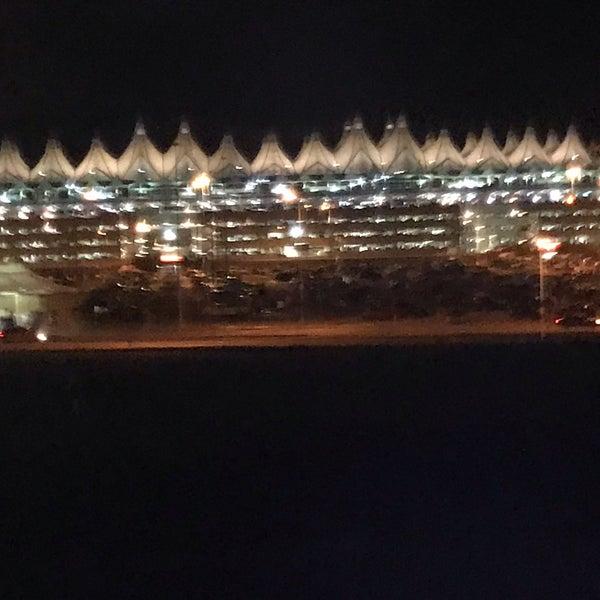 Denver Airport Den: Denver International Airport