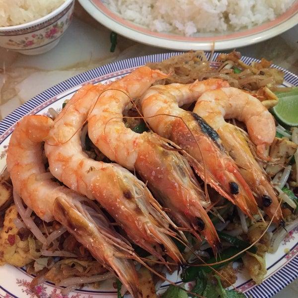 get the prawn pad thai