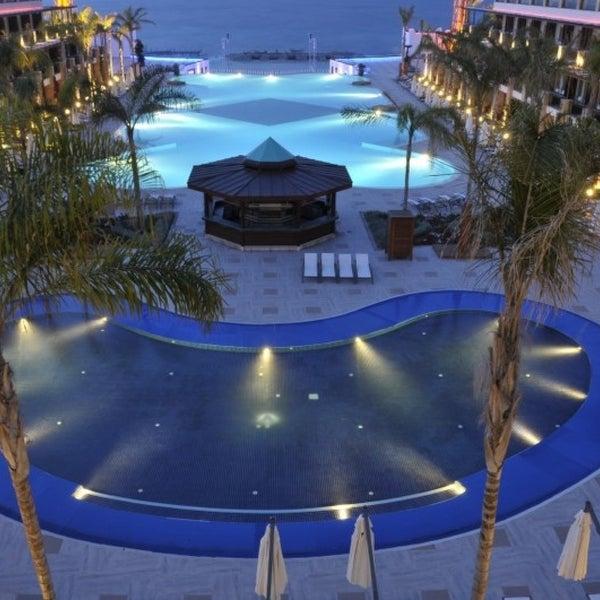 รูปภาพถ่ายที่ Cratos Premium Hotel & Casino โดย Didem Aksoy 👠 เมื่อ 4/23/2013
