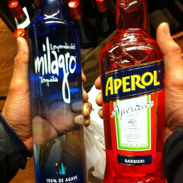 Foto tirada no(a) Astor Wines & Spirits por Edward F. em 5/25/2013
