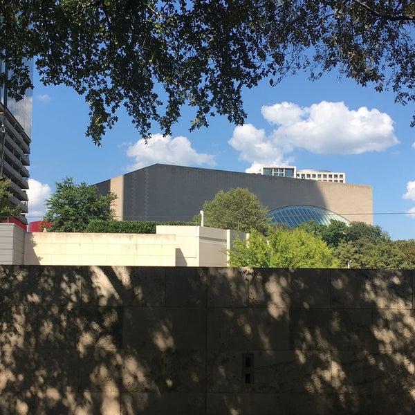 Foto diambil di Uptown Dallas oleh SEAN H. pada 8/21/2017