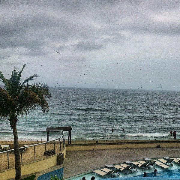Foto tomada en Sunset Plaza Beach Resort & Spa por Andres O. el 6/4/2013