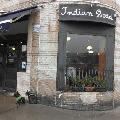 Foto tomada en Indian Road Café por Brazen L. el 12/4/2012