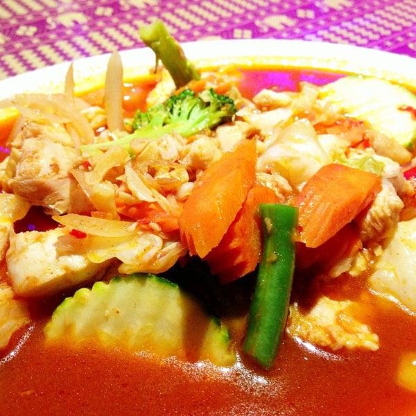 Снимок сделан в Naung Mai Thai Kitchen пользователем David L. 5/21/2013