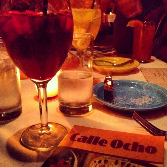 รูปภาพถ่ายที่ Calle Ocho โดย Kash G. เมื่อ 10/7/2012