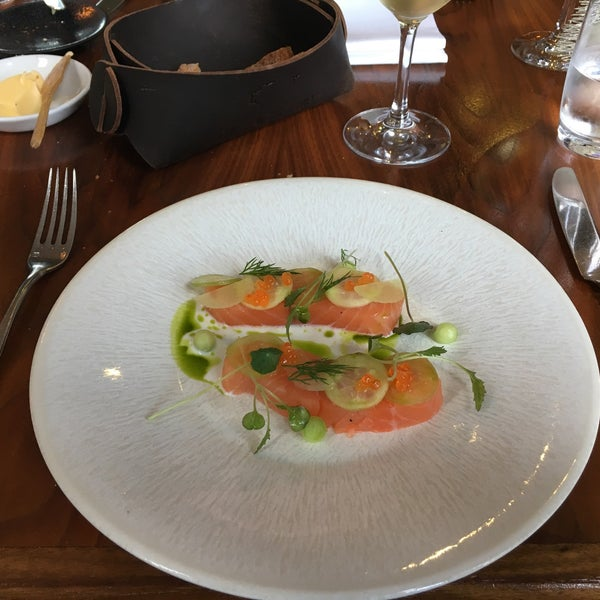 We came for lunch (3 course menu for 35€).Our best dining experience in Dublin! The salmon had a great natural quality, the guini fouwl was surprising and excellent. Nice dessert, service good. Toptip