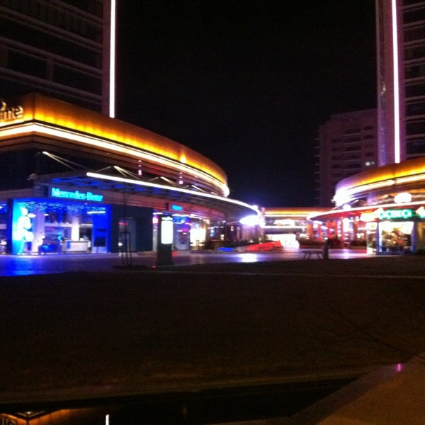 Das Foto wurde bei Tepe Prime Avenue von TuğruL E. am 2/10/2013 aufgenommen