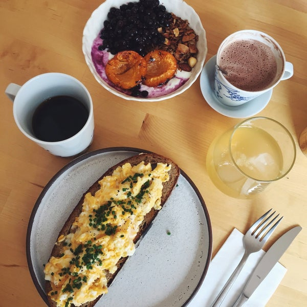 Foto diambil di Mikyna Coffee & Food Point oleh Hana K. pada 8/25/2018