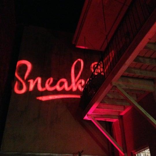 Das Foto wurde bei Sneaker von Christopher C. am 11/4/2012 aufgenommen
