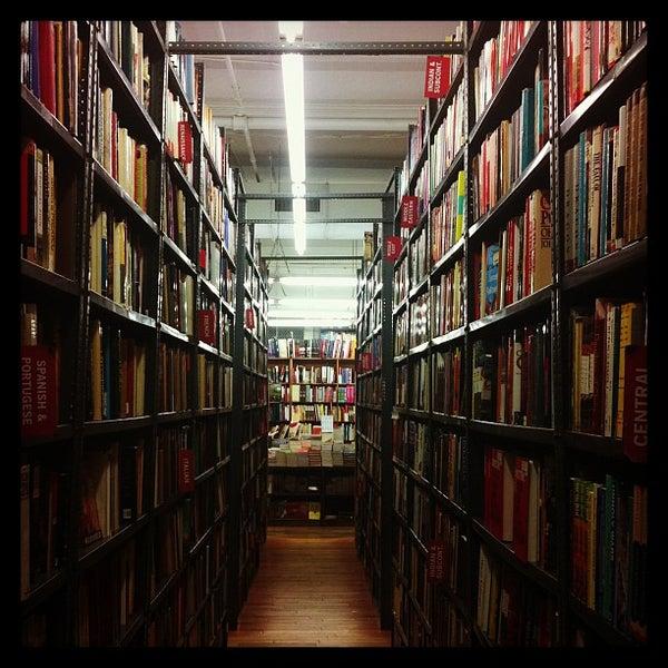 Das Foto wurde bei Strand Bookstore von Tom C. am 1/9/2013 aufgenommen