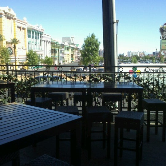 Foto scattata a McMullan's Irish Pub da Eric D. il 9/26/2012
