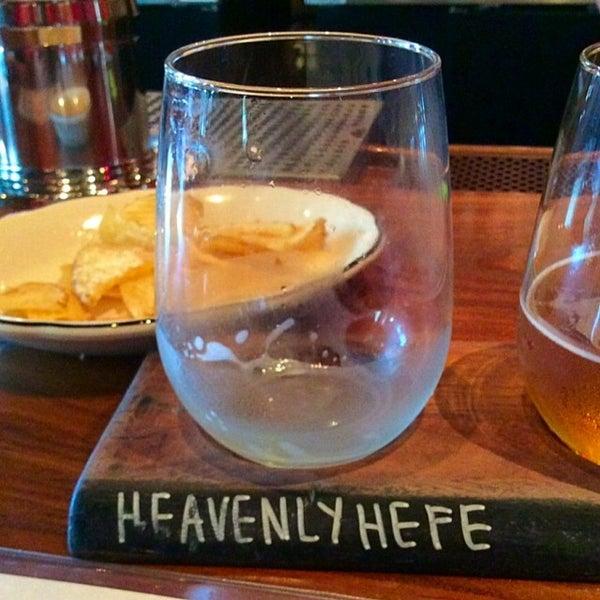 Снимок сделан в Lucky's Tavern пользователем Andy C. 6/13/2015