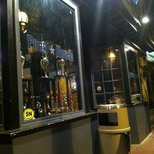Photo prise au The Pour House par Holli B. le10/21/2012