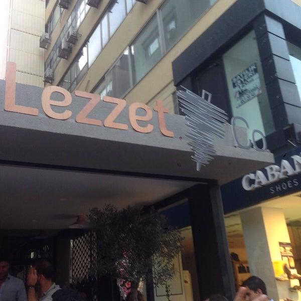 Снимок сделан в Lezzet Co. Döner пользователем Umut G. 7/30/2015