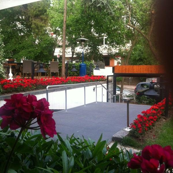 5/17/2013 tarihinde Selahattin A.ziyaretçi tarafından Vino'de çekilen fotoğraf