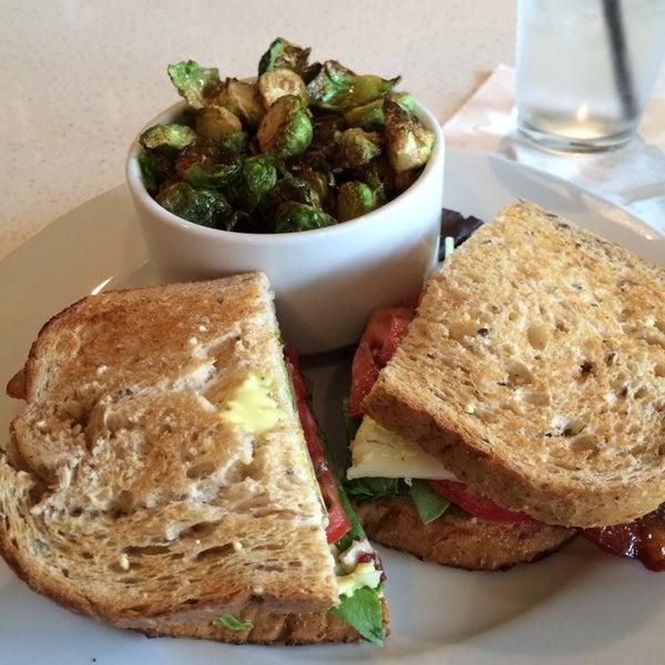 Снимок сделан в The Daily Kitchen & Bar пользователем Tolson M. 10/9/2013