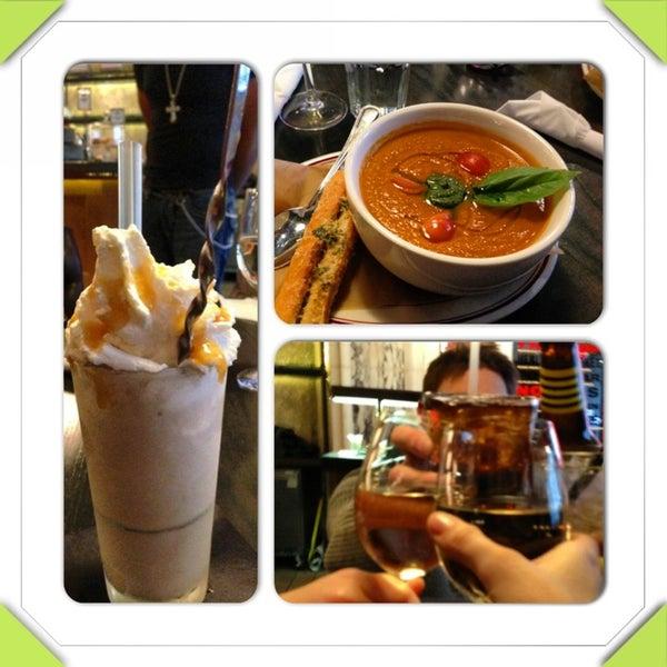 Foto tirada no(a) LT Bar & Grill por Maya B. em 3/2/2013
