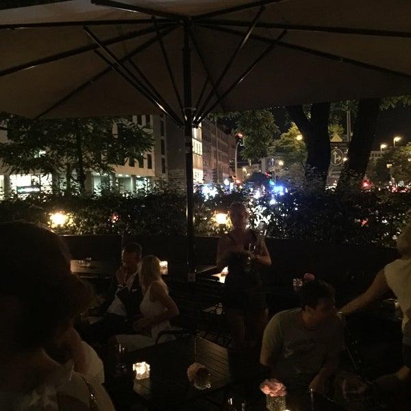 Foto tirada no(a) HEART Restaurant & Bar por Ralph R. em 7/2/2016