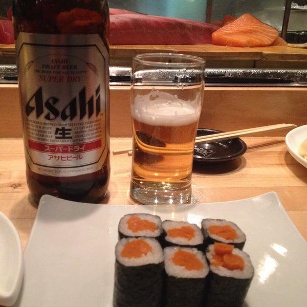 Foto tirada no(a) Sushi Tora por Megan B. em 3/1/2015