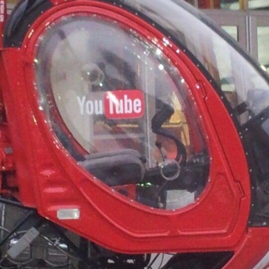 Снимок сделан в YouTube Space LA пользователем Kellie K. 11/17/2012