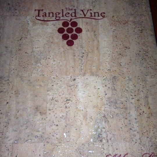 รูปภาพถ่ายที่ The Tangled Vine Wine Bar & Kitchen โดย Joseph V. เมื่อ 12/9/2012